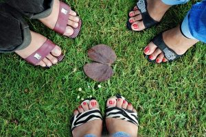 foots-73310_640