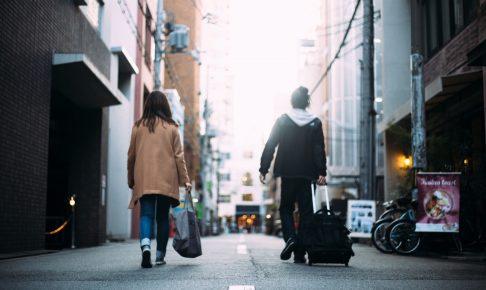 移動しているカップル