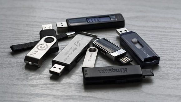 memory-stick-1267620_640